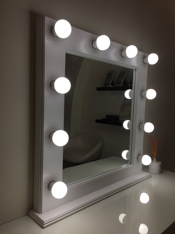 TRADITIONAL WHITE MAKEUP MIRROR WITH LIGHTS